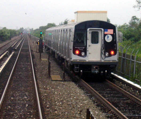 (64k, 600x508)<br><b>Country:</b> United States<br><b>City:</b> New York<br><b>System:</b> New York City Transit<br><b>Line:</b> IND Rockaway<br><b>Location:</b> Near Broad Channel<br><b>Route:</b> Testing<br><b>Car:</b> R-160A/R-160B Series (Number Unknown)  <br><b>Photo by:</b> Professor J<br><b>Date:</b> 9/2/2006<br><b>Viewed (this week/total):</b> 3 / 3560