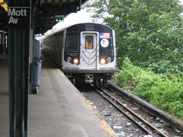 (54k, 600x450)<br><b>Country:</b> United States<br><b>City:</b> New York<br><b>System:</b> New York City Transit<br><b>Line:</b> IND Rockaway<br><b>Location:</b> Mott Avenue/Far Rockaway <br><b>Route:</b> Testing<br><b>Car:</b> R-160A/R-160B Series (Number Unknown)  <br><b>Photo by:</b> Professor J<br><b>Date:</b> 9/2/2006<br><b>Viewed (this week/total):</b> 0 / 4542