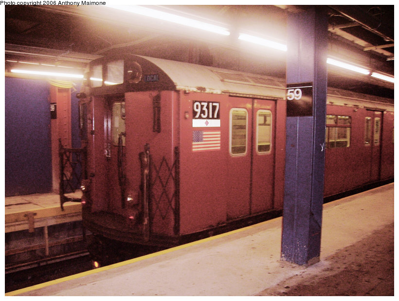 (150k, 820x620)<br><b>Country:</b> United States<br><b>City:</b> New York<br><b>System:</b> New York City Transit<br><b>Line:</b> IND 8th Avenue Line<br><b>Location:</b> 59th Street/Columbus Circle <br><b>Route:</b> Work Service<br><b>Car:</b> R-33 World's Fair (St. Louis, 1963-64) 9317 <br><b>Photo by:</b> Anthony Maimone<br><b>Date:</b> 9/1/2006<br><b>Viewed (this week/total):</b> 0 / 3122
