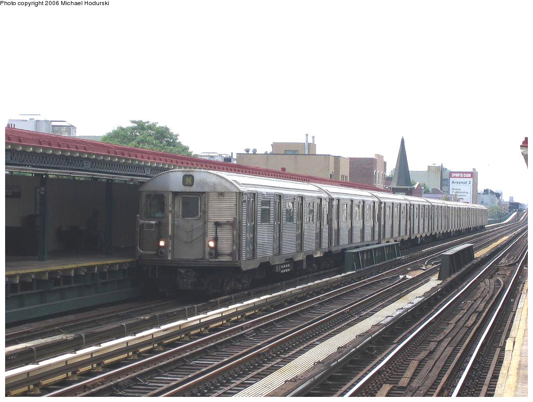 (204k, 1044x788)<br><b>Country:</b> United States<br><b>City:</b> New York<br><b>System:</b> New York City Transit<br><b>Line:</b> BMT Astoria Line<br><b>Location:</b> 30th/Grand Aves. <br><b>Route:</b> N<br><b>Car:</b> R-32 (Budd, 1964)  3904 <br><b>Photo by:</b> Michael Hodurski<br><b>Date:</b> 8/19/2006<br><b>Viewed (this week/total):</b> 5 / 1751