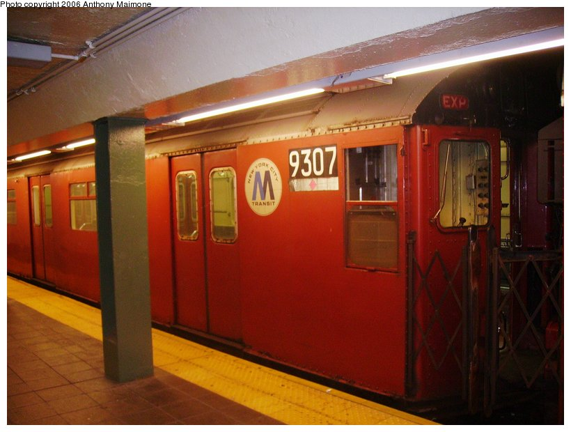 (98k, 820x620)<br><b>Country:</b> United States<br><b>City:</b> New York<br><b>System:</b> New York City Transit<br><b>Line:</b> IRT Flushing Line<br><b>Location:</b> Times Square <br><b>Route:</b> Work Service<br><b>Car:</b> R-33 World's Fair (St. Louis, 1963-64) 9307 <br><b>Photo by:</b> Anthony Maimone<br><b>Date:</b> 9/4/2006<br><b>Viewed (this week/total):</b> 18 / 3087