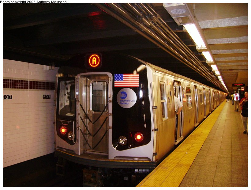 (117k, 820x620)<br><b>Country:</b> United States<br><b>City:</b> New York<br><b>System:</b> New York City Transit<br><b>Line:</b> IND 8th Avenue Line<br><b>Location:</b> 207th Street <br><b>Route:</b> A<br><b>Car:</b> R-160B (Kawasaki, 2005-2008)  8713 <br><b>Photo by:</b> Anthony Maimone<br><b>Date:</b> 9/11/2006<br><b>Notes:</b> First day of revenue service on the A line as part of the 30-day test.<br><b>Viewed (this week/total):</b> 2 / 4432