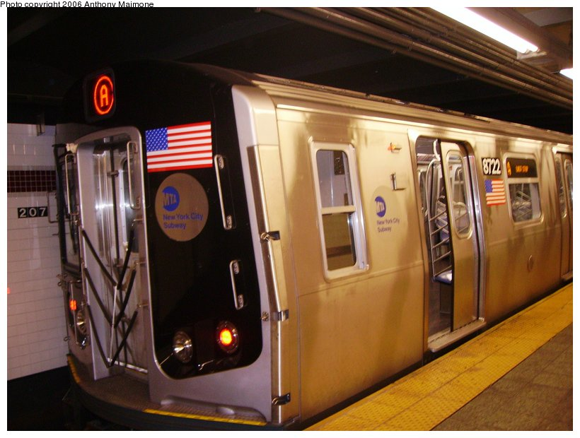 (104k, 820x620)<br><b>Country:</b> United States<br><b>City:</b> New York<br><b>System:</b> New York City Transit<br><b>Line:</b> IND 8th Avenue Line<br><b>Location:</b> 207th Street <br><b>Route:</b> A<br><b>Car:</b> R-160B (Kawasaki, 2005-2008)  8722 <br><b>Photo by:</b> Anthony Maimone<br><b>Date:</b> 9/12/2006<br><b>Viewed (this week/total):</b> 2 / 4675