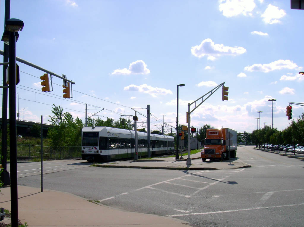 (120k, 1024x767)<br><b>Country:</b> United States<br><b>City:</b> Jersey City, NJ<br><b>System:</b> Hudson Bergen Light Rail<br><b>Location:</b> Liberty State Park <br><b>Car:</b> NJT-HBLR LRV (Kinki-Sharyo, 1998-99)  2008 <br><b>Photo by:</b> Pablo Maneiro<br><b>Date:</b> 9/20/2006<br><b>Viewed (this week/total):</b> 1 / 1231