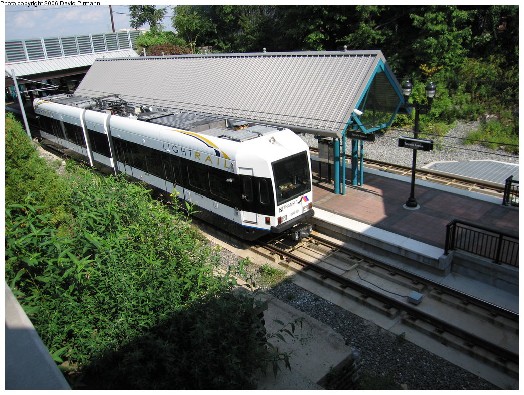 (267k, 1044x788)<br><b>Country:</b> United States<br><b>City:</b> North Bergen, NJ<br><b>System:</b> Hudson Bergen Light Rail<br><b>Location:</b> Tonnelle Avenue <br><b>Car:</b> NJT-HBLR LRV (Kinki-Sharyo, 1998-99)  2043 <br><b>Photo by:</b> David Pirmann<br><b>Date:</b> 9/28/2006<br><b>Viewed (this week/total):</b> 2 / 1568