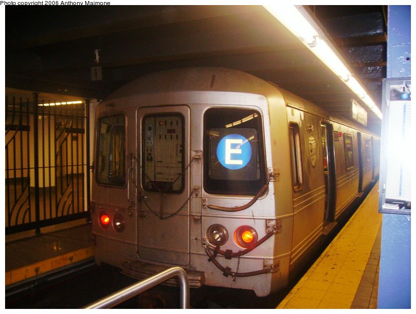 (104k, 820x620)<br><b>Country:</b> United States<br><b>City:</b> New York<br><b>System:</b> New York City Transit<br><b>Line:</b> IND 8th Avenue Line<br><b>Location:</b> Chambers Street/World Trade Center <br><b>Route:</b> E<br><b>Car:</b> R-46 (Pullman-Standard, 1974-75) 5858 <br><b>Photo by:</b> Anthony Maimone<br><b>Date:</b> 9/28/2006<br><b>Viewed (this week/total):</b> 0 / 4800
