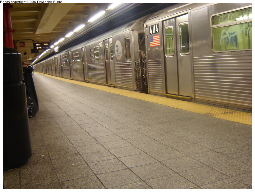 (130k, 820x620)<br><b>Country:</b> United States<br><b>City:</b> New York<br><b>System:</b> New York City Transit<br><b>Line:</b> IND 8th Avenue Line<br><b>Location:</b> 207th Street <br><b>Route:</b> A<br><b>Car:</b> R-38 (St. Louis, 1966-1967)  3983/4114 <br><b>Photo by:</b> DeAndre Burrell<br><b>Date:</b> 10/7/2006<br><b>Viewed (this week/total):</b> 1 / 2997