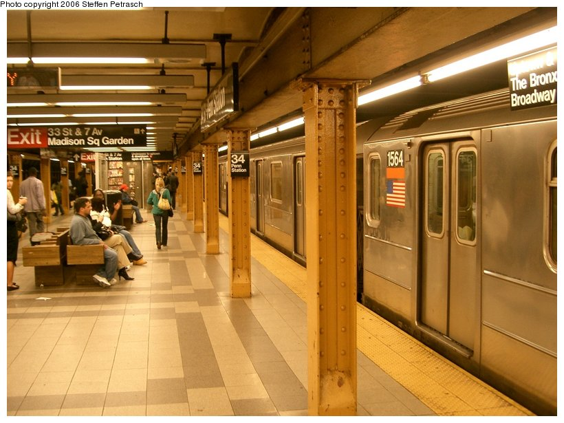(147k, 820x615)<br><b>Country:</b> United States<br><b>City:</b> New York<br><b>System:</b> New York City Transit<br><b>Line:</b> IRT West Side Line<br><b>Location:</b> 34th Street/Penn Station <br><b>Route:</b> 3<br><b>Car:</b> R-62 (Kawasaki, 1983-1985)  1564 <br><b>Photo by:</b> Steffen Petrasch<br><b>Date:</b> 9/22/2006<br><b>Viewed (this week/total):</b> 0 / 3688