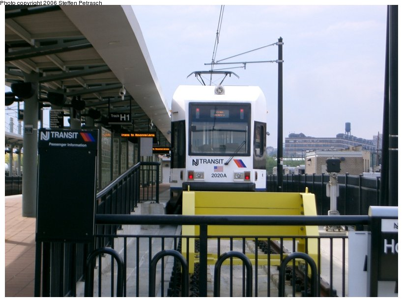 (123k, 820x615)<br><b>Country:</b> United States<br><b>City:</b> Hoboken, NJ<br><b>System:</b> Hudson Bergen Light Rail<br><b>Location:</b> Hoboken <br><b>Car:</b> NJT-HBLR LRV (Kinki-Sharyo, 1998-99)  2020 <br><b>Photo by:</b> Steffen Petrasch<br><b>Date:</b> 9/27/2006<br><b>Viewed (this week/total):</b> 1 / 1203