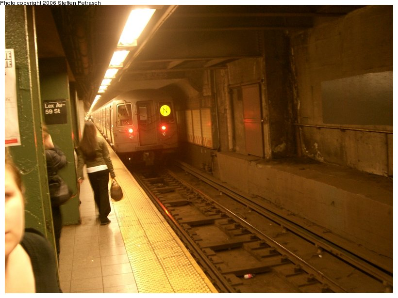 (120k, 820x615)<br><b>Country:</b> United States<br><b>City:</b> New York<br><b>System:</b> New York City Transit<br><b>Line:</b> BMT Broadway Line<br><b>Location:</b> Lexington Avenue (59th Street) <br><b>Photo by:</b> Steffen Petrasch<br><b>Date:</b> 9/28/2006<br><b>Viewed (this week/total):</b> 2 / 3326