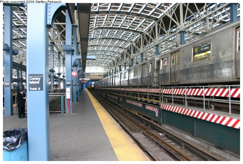 (139k, 820x554)<br><b>Country:</b> United States<br><b>City:</b> New York<br><b>System:</b> New York City Transit<br><b>Location:</b> Coney Island/Stillwell Avenue<br><b>Route:</b> Q<br><b>Car:</b> R-68A (Kawasaki, 1988-1989)  5118 <br><b>Photo by:</b> Steffen Petrasch<br><b>Date:</b> 9/24/2006<br><b>Viewed (this week/total):</b> 1 / 2043