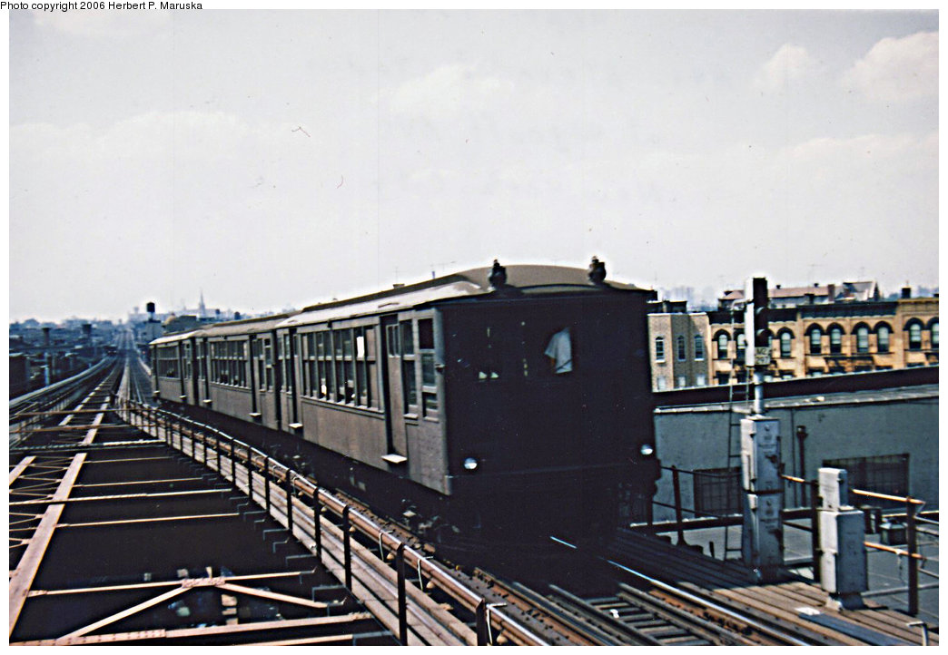 (182k, 1044x722)<br><b>Country:</b> United States<br><b>City:</b> New York<br><b>System:</b> New York City Transit<br><b>Line:</b> BMT Myrtle Avenue Line<br><b>Location:</b> Wyckoff Avenue <br><b>Car:</b> BMT Q  <br><b>Photo by:</b> Herbert P. Maruska<br><b>Date:</b> 1964<br><b>Viewed (this week/total):</b> 0 / 1826