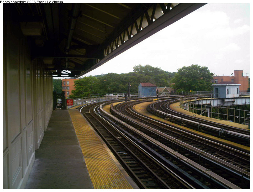 (134k, 820x620)<br><b>Country:</b> United States<br><b>City:</b> New York<br><b>System:</b> New York City Transit<br><b>Line:</b> IRT White Plains Road Line<br><b>Location:</b> West Farms Sq./East Tremont Ave./177th St. <br><b>Photo by:</b> Frank LeViness<br><b>Date:</b> 6/30/2006<br><b>Notes:</b> View north toward Bronx Park stub.<br><b>Viewed (this week/total):</b> 2 / 1864