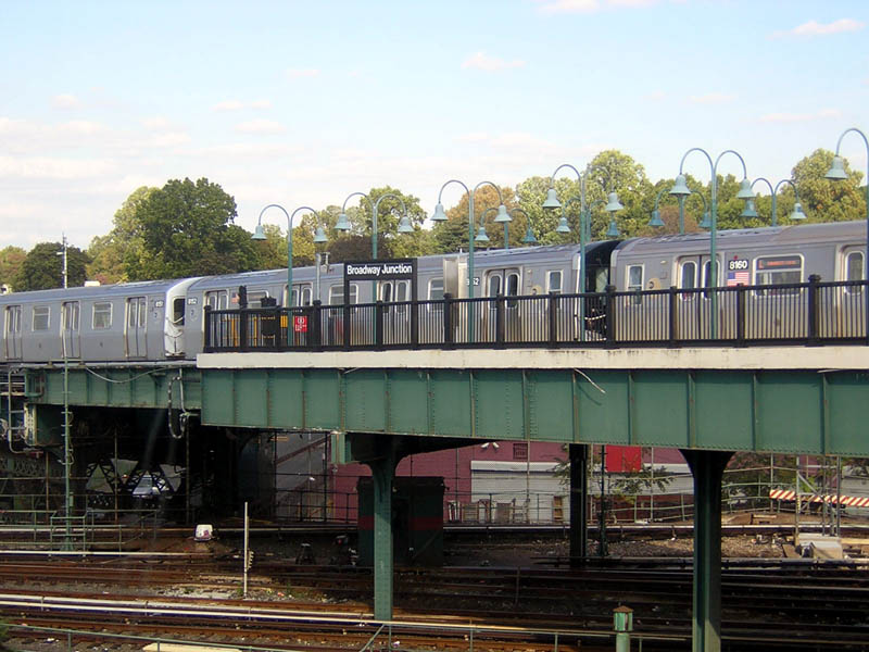 (112k, 800x600)<br><b>Country:</b> United States<br><b>City:</b> New York<br><b>System:</b> New York City Transit<br><b>Line:</b> BMT Canarsie Line<br><b>Location:</b> Broadway Junction <br><b>Route:</b> L<br><b>Car:</b> R-143 (Kawasaki, 2001-2002) 8152 <br><b>Photo by:</b> Robert Mencher<br><b>Date:</b> 10/15/2006<br><b>Viewed (this week/total):</b> 4 / 3160