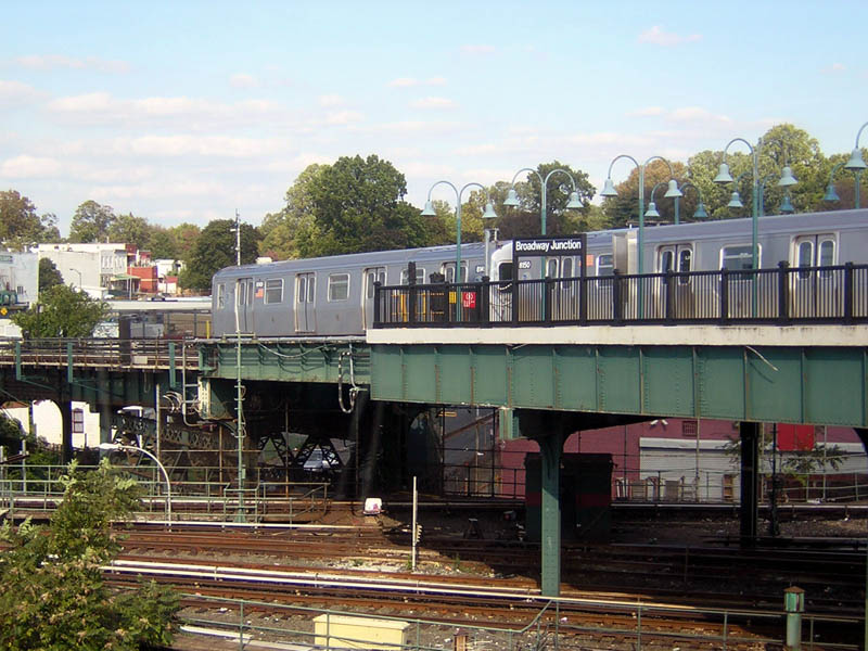 (125k, 800x600)<br><b>Country:</b> United States<br><b>City:</b> New York<br><b>System:</b> New York City Transit<br><b>Line:</b> BMT Canarsie Line<br><b>Location:</b> Broadway Junction <br><b>Route:</b> L<br><b>Car:</b> R-143 (Kawasaki, 2001-2002) 8149/8150 <br><b>Photo by:</b> Robert Mencher<br><b>Date:</b> 10/15/2006<br><b>Viewed (this week/total):</b> 0 / 3287
