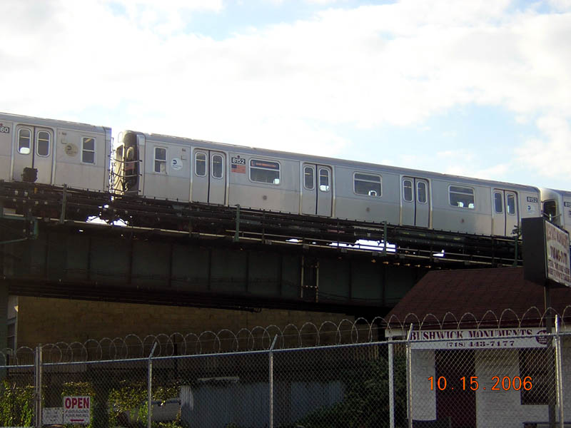(84k, 800x600)<br><b>Country:</b> United States<br><b>City:</b> New York<br><b>System:</b> New York City Transit<br><b>Line:</b> BMT Canarsie Line<br><b>Location:</b> Broadway Junction <br><b>Route:</b> J<br><b>Car:</b> R-143 (Kawasaki, 2001-2002) 8152 <br><b>Photo by:</b> Robert Mencher<br><b>Date:</b> 10/15/2006<br><b>Viewed (this week/total):</b> 2 / 2232