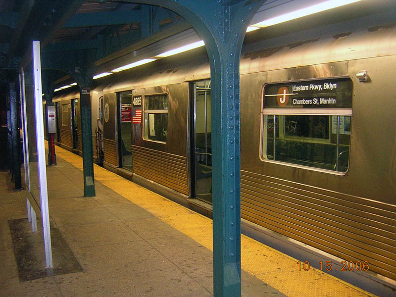(121k, 800x600)<br><b>Country:</b> United States<br><b>City:</b> New York<br><b>System:</b> New York City Transit<br><b>Line:</b> BMT Nassau Street/Jamaica Line<br><b>Location:</b> Broadway/East New York (Broadway Junction) <br><b>Route:</b> J<br><b>Car:</b> R-42 (St. Louis, 1969-1970)  4885 <br><b>Photo by:</b> Robert Mencher<br><b>Date:</b> 10/15/2006<br><b>Viewed (this week/total):</b> 0 / 2082