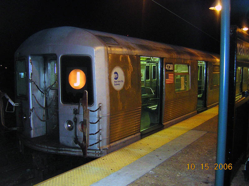 (104k, 800x600)<br><b>Country:</b> United States<br><b>City:</b> New York<br><b>System:</b> New York City Transit<br><b>Line:</b> BMT Nassau Street/Jamaica Line<br><b>Location:</b> Broadway/East New York (Broadway Junction) <br><b>Route:</b> J<br><b>Car:</b> R-42 (St. Louis, 1969-1970)  4738 <br><b>Photo by:</b> Robert Mencher<br><b>Date:</b> 10/15/2006<br><b>Viewed (this week/total):</b> 0 / 1488