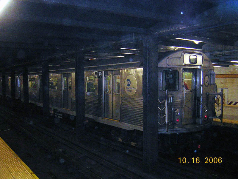 (101k, 800x600)<br><b>Country:</b> United States<br><b>City:</b> New York<br><b>System:</b> New York City Transit<br><b>Line:</b> IND 8th Avenue Line<br><b>Location:</b> 14th Street <br><b>Route:</b> A<br><b>Car:</b> R-38 (St. Louis, 1966-1967)  4079 <br><b>Photo by:</b> Robert Mencher<br><b>Date:</b> 10/16/2006<br><b>Viewed (this week/total):</b> 3 / 2942