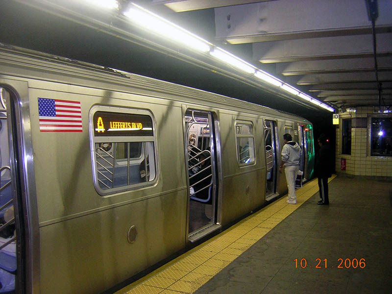 (105k, 800x600)<br><b>Country:</b> United States<br><b>City:</b> New York<br><b>System:</b> New York City Transit<br><b>Line:</b> IND Fulton Street Line<br><b>Location:</b> Euclid Avenue <br><b>Route:</b> A<br><b>Car:</b> R-160A-2 (Alstom, 2005-2008, 5 car sets)  8662 <br><b>Photo by:</b> Robert Mencher<br><b>Date:</b> 10/21/2006<br><b>Viewed (this week/total):</b> 0 / 5896