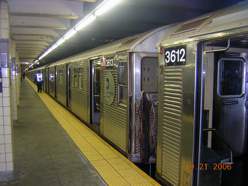 (124k, 800x600)<br><b>Country:</b> United States<br><b>City:</b> New York<br><b>System:</b> New York City Transit<br><b>Line:</b> IND Fulton Street Line<br><b>Location:</b> Euclid Avenue <br><b>Route:</b> C<br><b>Car:</b> R-32 (Budd, 1964)  3613 <br><b>Photo by:</b> Robert Mencher<br><b>Date:</b> 10/21/2006<br><b>Viewed (this week/total):</b> 0 / 2764