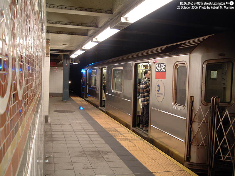 (127k, 800x600)<br><b>Country:</b> United States<br><b>City:</b> New York<br><b>System:</b> New York City Transit<br><b>Line:</b> IRT East Side Line<br><b>Location:</b> 86th Street <br><b>Route:</b> 4<br><b>Car:</b> R-62A (Bombardier, 1984-1987)  2465 <br><b>Photo by:</b> Robert Marrero<br><b>Date:</b> 10/26/2006<br><b>Viewed (this week/total):</b> 4 / 5280
