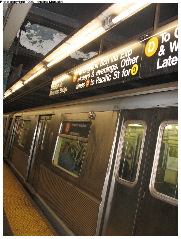(169k, 620x820)<br><b>Country:</b> United States<br><b>City:</b> New York<br><b>System:</b> New York City Transit<br><b>Line:</b> IND 6th Avenue Line<br><b>Location:</b> West 4th Street/Washington Square <br><b>Route:</b> B<br><b>Car:</b> R-40 (St. Louis, 1968)  4338 <br><b>Photo by:</b> Lorraine Maruska<br><b>Date:</b> 10/17/2006<br><b>Viewed (this week/total):</b> 0 / 2596