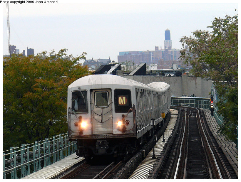 (171k, 820x620)<br><b>Country:</b> United States<br><b>City:</b> New York<br><b>System:</b> New York City Transit<br><b>Line:</b> BMT Myrtle Avenue Line<br><b>Location:</b> Seneca Avenue <br><b>Route:</b> M<br><b>Car:</b> R-42 (St. Louis, 1969-1970)   <br><b>Photo by:</b> John Urbanski<br><b>Date:</b> 10/27/2006<br><b>Notes:</b> North of Seneca heading north.<br><b>Viewed (this week/total):</b> 0 / 1964
