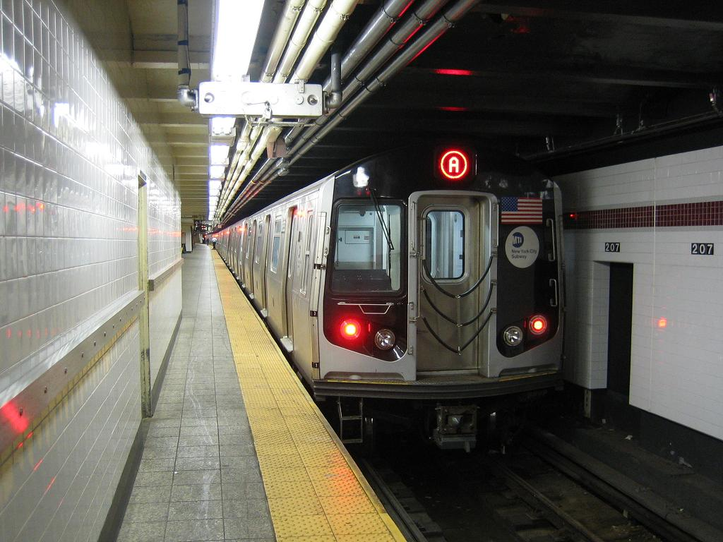 (124k, 1024x768)<br><b>Country:</b> United States<br><b>City:</b> New York<br><b>System:</b> New York City Transit<br><b>Line:</b> IND 8th Avenue Line<br><b>Location:</b> 207th Street <br><b>Route:</b> A<br><b>Car:</b> R-160A-2 (Alstom, 2005-2008, 5 car sets)  8653 <br><b>Photo by:</b> Michael Hodurski<br><b>Date:</b> 10/18/2006<br><b>Viewed (this week/total):</b> 0 / 3575