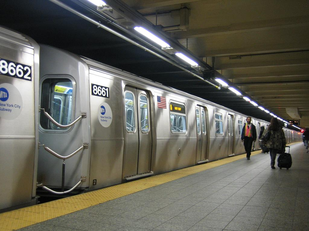 (116k, 1024x768)<br><b>Country:</b> United States<br><b>City:</b> New York<br><b>System:</b> New York City Transit<br><b>Line:</b> IND 8th Avenue Line<br><b>Location:</b> 207th Street <br><b>Route:</b> A<br><b>Car:</b> R-160A-2 (Alstom, 2005-2008, 5 car sets)  8661 <br><b>Photo by:</b> Michael Hodurski<br><b>Date:</b> 10/18/2006<br><b>Viewed (this week/total):</b> 0 / 4279