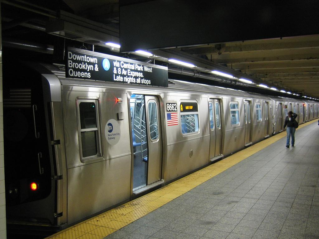 (117k, 1024x768)<br><b>Country:</b> United States<br><b>City:</b> New York<br><b>System:</b> New York City Transit<br><b>Line:</b> IND 8th Avenue Line<br><b>Location:</b> 207th Street <br><b>Route:</b> A<br><b>Car:</b> R-160A-2 (Alstom, 2005-2008, 5 car sets)  8662 <br><b>Photo by:</b> Michael Hodurski<br><b>Date:</b> 10/18/2006<br><b>Viewed (this week/total):</b> 0 / 3652