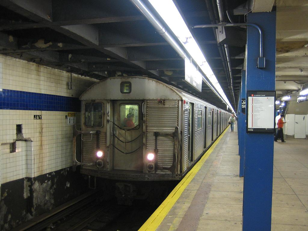 (116k, 1024x768)<br><b>Country:</b> United States<br><b>City:</b> New York<br><b>System:</b> New York City Transit<br><b>Line:</b> IND 8th Avenue Line<br><b>Location:</b> Jay St./Metrotech (Borough Hall) <br><b>Route:</b> F<br><b>Car:</b> R-32 (Budd, 1964)  3944 <br><b>Photo by:</b> Michael Hodurski<br><b>Date:</b> 10/18/2006<br><b>Viewed (this week/total):</b> 0 / 2757