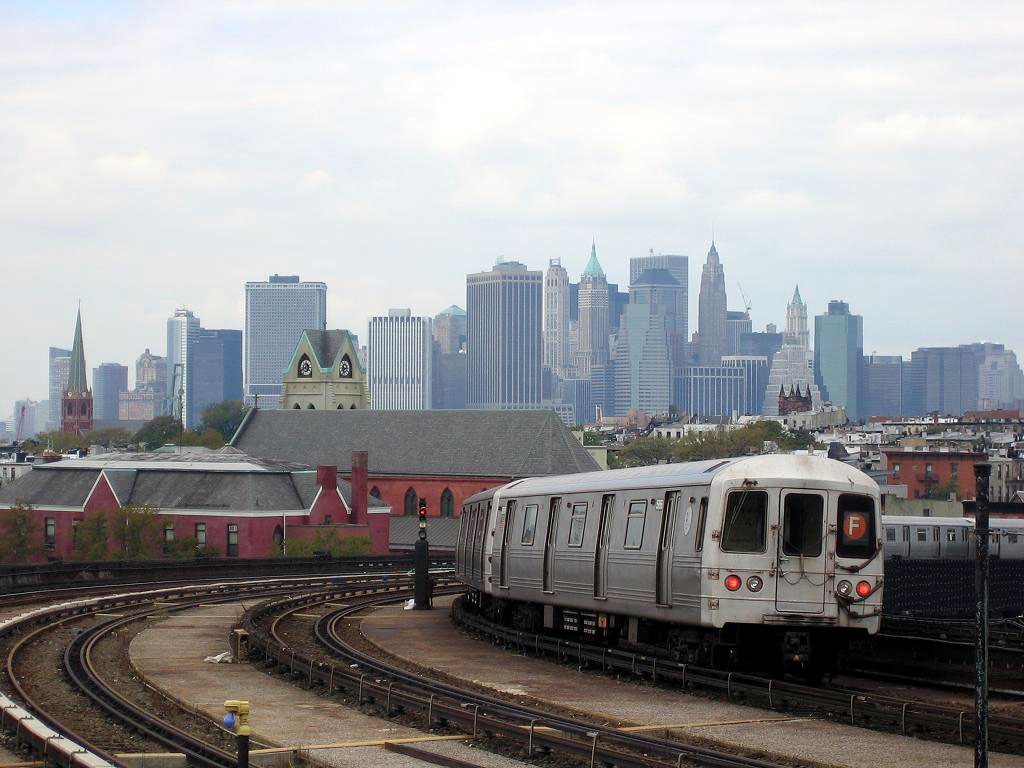 (156k, 1024x768)<br><b>Country:</b> United States<br><b>City:</b> New York<br><b>System:</b> New York City Transit<br><b>Line:</b> IND Crosstown Line<br><b>Location:</b> Smith/9th Street <br><b>Route:</b> F<br><b>Car:</b> R-46 (Pullman-Standard, 1974-75) 5956 <br><b>Photo by:</b> Michael Hodurski<br><b>Date:</b> 10/18/2006<br><b>Viewed (this week/total):</b> 0 / 2376