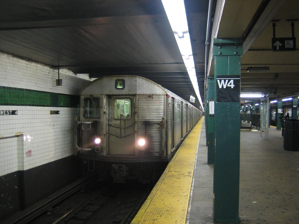 (103k, 1024x768)<br><b>Country:</b> United States<br><b>City:</b> New York<br><b>System:</b> New York City Transit<br><b>Line:</b> IND 8th Avenue Line<br><b>Location:</b> West 4th Street/Washington Square <br><b>Route:</b> C<br><b>Car:</b> R-32 (Budd, 1964)  3525 <br><b>Photo by:</b> Michael Hodurski<br><b>Date:</b> 10/18/2006<br><b>Viewed (this week/total):</b> 1 / 2725