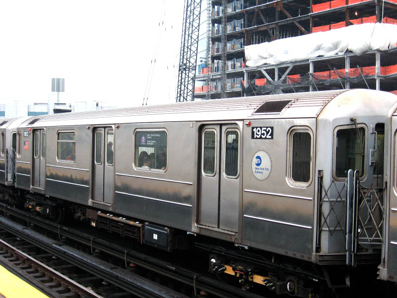 (112k, 800x600)<br><b>Country:</b> United States<br><b>City:</b> New York<br><b>System:</b> New York City Transit<br><b>Line:</b> IRT Flushing Line<br><b>Location:</b> Court House Square/45th Road <br><b>Route:</b> 7<br><b>Car:</b> R-62A (Bombardier, 1984-1987)  1952 <br><b>Photo by:</b> Gary Chatterton<br><b>Date:</b> 10/11/2006<br><b>Viewed (this week/total):</b> 0 / 1637