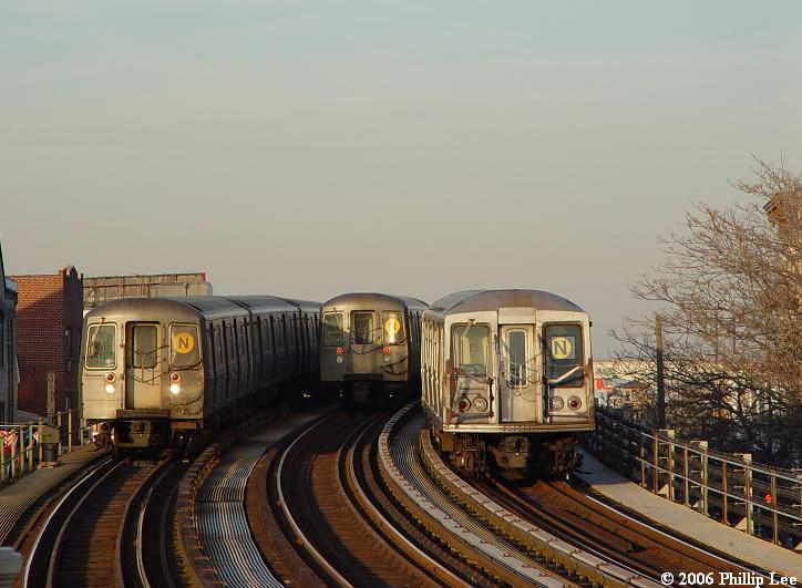 (66k, 724x531)<br><b>Country:</b> United States<br><b>City:</b> New York<br><b>System:</b> New York City Transit<br><b>Line:</b> BMT Astoria Line<br><b>Location:</b> 30th/Grand Aves. <br><b>Route:</b> N/W<br><b>Photo by:</b> Phillip Lee<br><b>Date:</b> 2/17/2006<br><b>Notes:</b> R68 and R40 slant.<br><b>Viewed (this week/total):</b> 0 / 1238