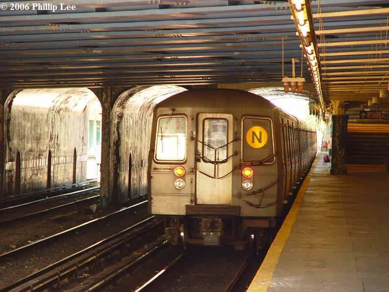 (93k, 794x596)<br><b>Country:</b> United States<br><b>City:</b> New York<br><b>System:</b> New York City Transit<br><b>Line:</b> BMT Sea Beach Line<br><b>Location:</b> 86th Street <br><b>Route:</b> N<br><b>Car:</b> R-68A (Kawasaki, 1988-1989)   <br><b>Photo by:</b> Phillip Lee<br><b>Date:</b> 8/17/2006<br><b>Viewed (this week/total):</b> 1 / 2261