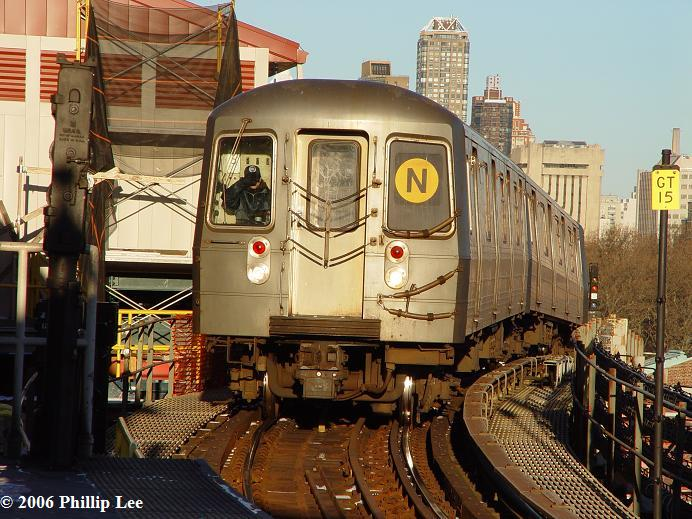 (88k, 692x519)<br><b>Country:</b> United States<br><b>City:</b> New York<br><b>System:</b> New York City Transit<br><b>Line:</b> BMT Astoria Line<br><b>Location:</b> Queensborough Plaza <br><b>Route:</b> N<br><b>Car:</b> R-68A (Kawasaki, 1988-1989)   <br><b>Photo by:</b> Phillip Lee<br><b>Date:</b> 1/18/2006<br><b>Viewed (this week/total):</b> 0 / 2449