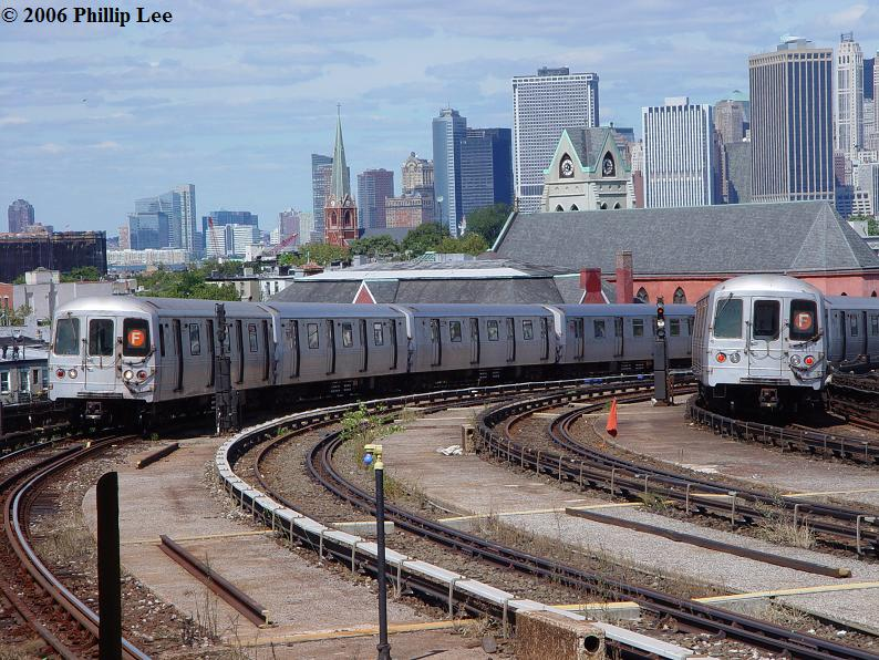 (120k, 794x596)<br><b>Country:</b> United States<br><b>City:</b> New York<br><b>System:</b> New York City Transit<br><b>Line:</b> IND Crosstown Line<br><b>Location:</b> Smith/9th Street <br><b>Route:</b> F<br><b>Car:</b> R-46 (Pullman-Standard, 1974-75)  <br><b>Photo by:</b> Phillip Lee<br><b>Date:</b> 9/11/2006<br><b>Viewed (this week/total):</b> 1 / 2400