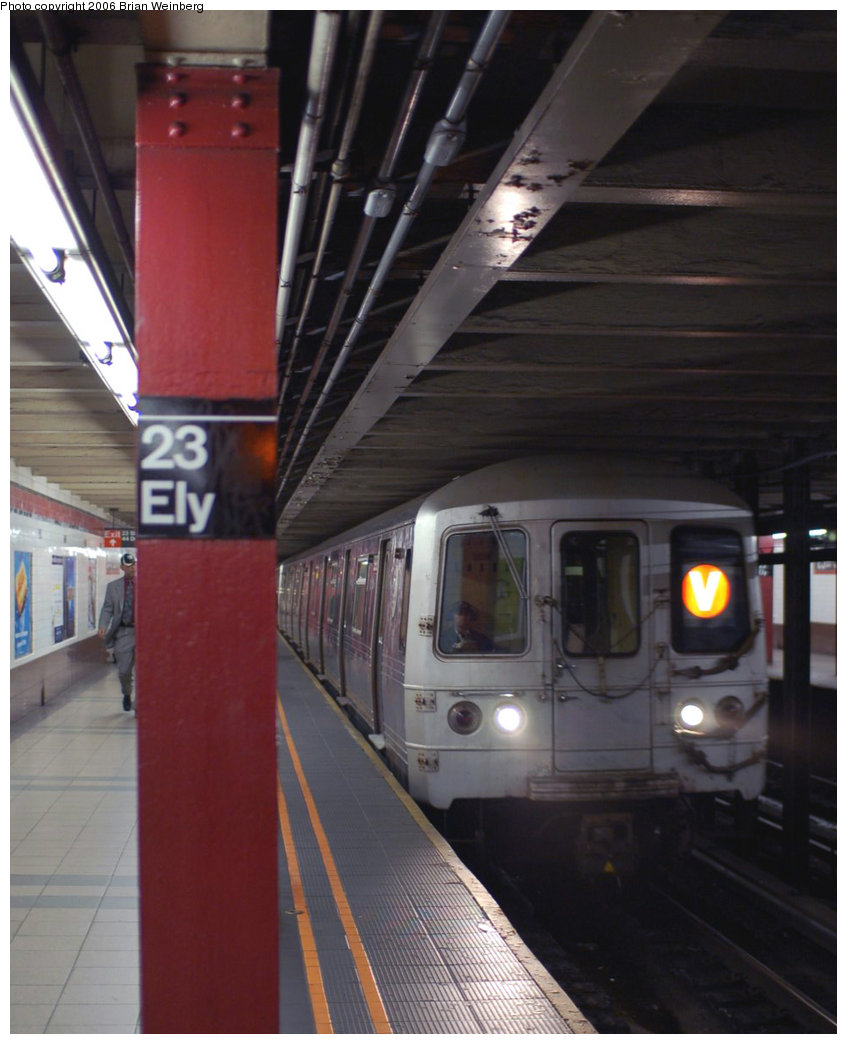 (171k, 847x1044)<br><b>Country:</b> United States<br><b>City:</b> New York<br><b>System:</b> New York City Transit<br><b>Line:</b> IND Queens Boulevard Line<br><b>Location:</b> Court Square/23rd St (Ely Avenue) <br><b>Route:</b> V<br><b>Car:</b> R-46 (Pullman-Standard, 1974-75) 5998 <br><b>Photo by:</b> Brian Weinberg<br><b>Date:</b> 11/9/2006<br><b>Viewed (this week/total):</b> 2 / 3524