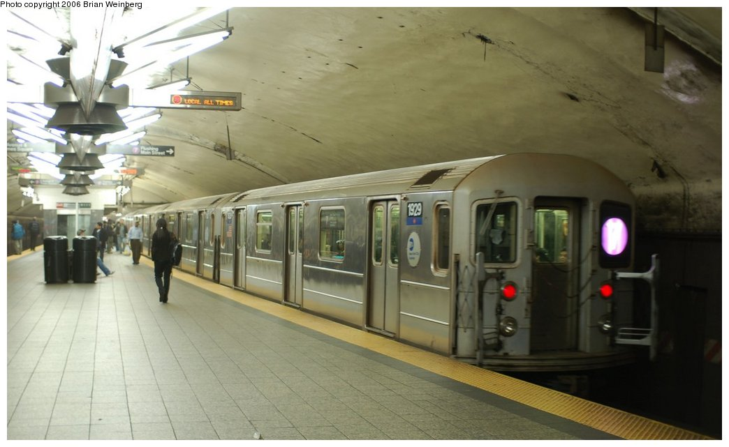 (170k, 1044x641)<br><b>Country:</b> United States<br><b>City:</b> New York<br><b>System:</b> New York City Transit<br><b>Line:</b> IRT Flushing Line<br><b>Location:</b> Grand Central <br><b>Route:</b> 7<br><b>Car:</b> R-62A (Bombardier, 1984-1987)  1929 <br><b>Photo by:</b> Brian Weinberg<br><b>Date:</b> 11/9/2006<br><b>Viewed (this week/total):</b> 1 / 2872