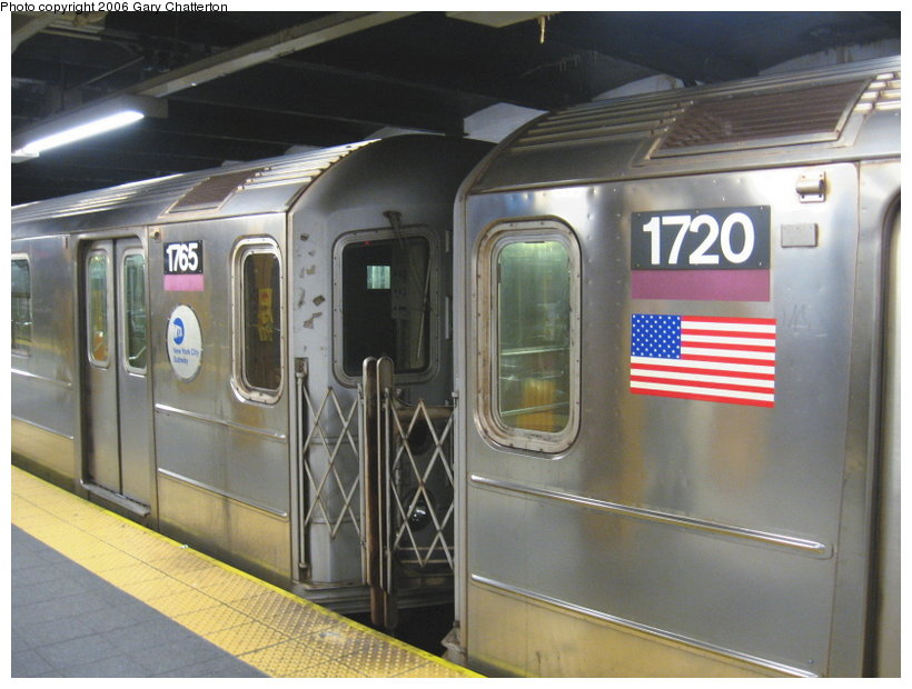 (103k, 820x620)<br><b>Country:</b> United States<br><b>City:</b> New York<br><b>System:</b> New York City Transit<br><b>Line:</b> IRT Flushing Line<br><b>Location:</b> Main Street/Flushing <br><b>Route:</b> 7<br><b>Car:</b> R-62A (Bombardier, 1984-1987)  1720/1765 <br><b>Photo by:</b> Gary Chatterton<br><b>Date:</b> 11/18/2006<br><b>Notes:</b> Exterior R62A cars showing location of full-width cab window of car with closed-up cab.<br><b>Viewed (this week/total):</b> 0 / 2719