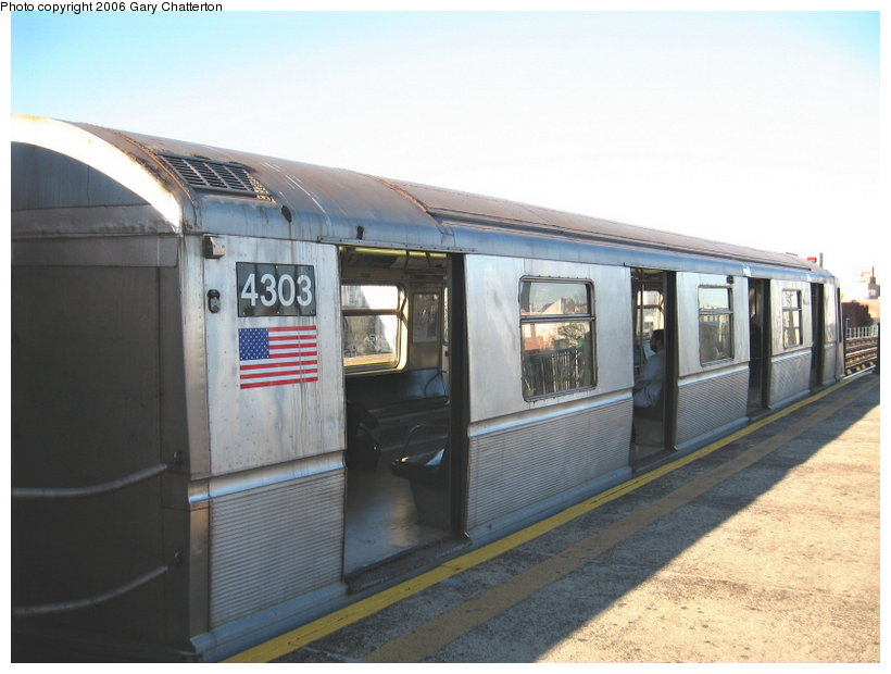 (90k, 820x620)<br><b>Country:</b> United States<br><b>City:</b> New York<br><b>System:</b> New York City Transit<br><b>Line:</b> BMT Astoria Line<br><b>Location:</b> 36th/Washington Aves. <br><b>Route:</b> N<br><b>Car:</b> R-40 (St. Louis, 1968)  4303 <br><b>Photo by:</b> Gary Chatterton<br><b>Date:</b> 11/21/2006<br><b>Viewed (this week/total):</b> 6 / 1659