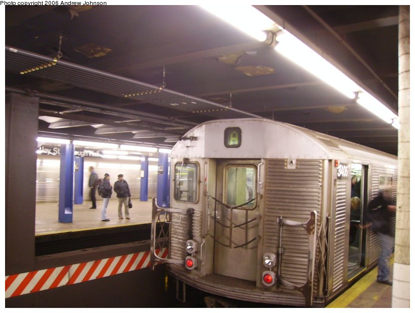 (107k, 820x620)<br><b>Country:</b> United States<br><b>City:</b> New York<br><b>System:</b> New York City Transit<br><b>Line:</b> IND 8th Avenue Line<br><b>Location:</b> Jay St./Metrotech (Borough Hall) <br><b>Route:</b> A<br><b>Car:</b> R-32 (Budd, 1964)  3406 <br><b>Photo by:</b> Andrew Johnson<br><b>Date:</b> 11/21/2006<br><b>Viewed (this week/total):</b> 3 / 2831