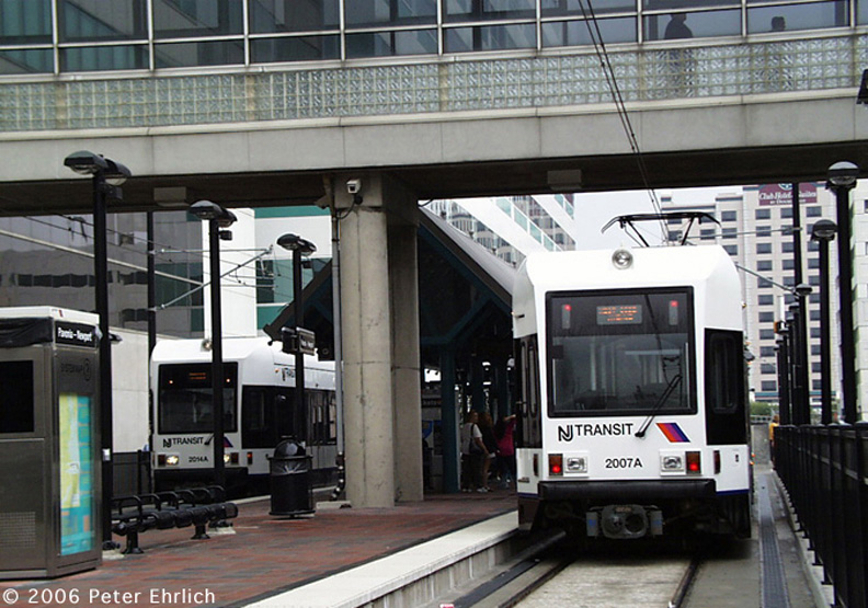 (189k, 792x555)<br><b>Country:</b> United States<br><b>City:</b> Jersey City, NJ<br><b>System:</b> Hudson Bergen Light Rail<br><b>Location:</b> Pavonia/Newport <br><b>Car:</b> NJT-HBLR LRV (Kinki-Sharyo, 1998-99)  2014/2007 <br><b>Photo by:</b> Peter Ehrlich<br><b>Date:</b> 8/27/2001<br><b>Notes:</b> At Pavonia/Newport Station, at that time, the north terminal.<br><b>Viewed (this week/total):</b> 0 / 930