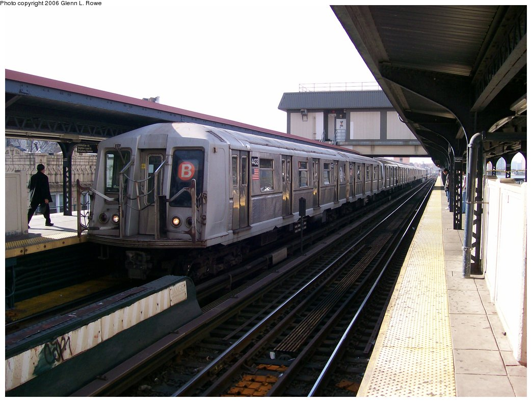 (167k, 1044x788)<br><b>Country:</b> United States<br><b>City:</b> New York<br><b>System:</b> New York City Transit<br><b>Line:</b> BMT Brighton Line<br><b>Location:</b> Brighton Beach <br><b>Route:</b> B<br><b>Car:</b> R-40 (St. Louis, 1968)  4433 <br><b>Photo by:</b> Glenn L. Rowe<br><b>Date:</b> 11/27/2006<br><b>Viewed (this week/total):</b> 3 / 2808