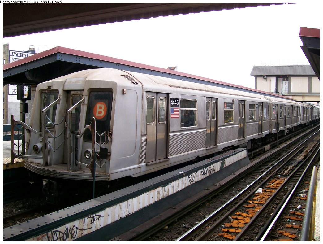 (188k, 1044x788)<br><b>Country:</b> United States<br><b>City:</b> New York<br><b>System:</b> New York City Transit<br><b>Line:</b> BMT Brighton Line<br><b>Location:</b> Brighton Beach <br><b>Route:</b> B<br><b>Car:</b> R-40 (St. Louis, 1968)  4445 <br><b>Photo by:</b> Glenn L. Rowe<br><b>Date:</b> 11/30/2006<br><b>Viewed (this week/total):</b> 0 / 2779