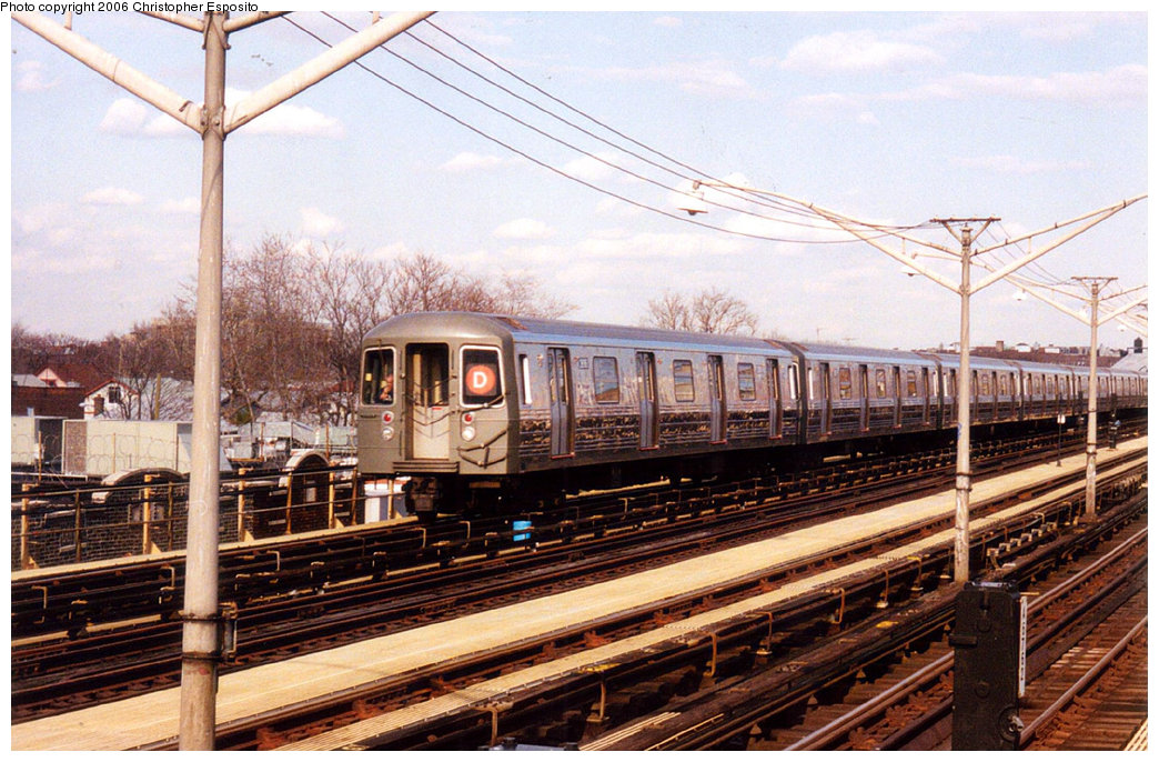 (232k, 1044x686)<br><b>Country:</b> United States<br><b>City:</b> New York<br><b>System:</b> New York City Transit<br><b>Line:</b> BMT Brighton Line<br><b>Location:</b> Ocean Parkway <br><b>Route:</b> D<br><b>Car:</b> R-68 (Westinghouse-Amrail, 1986-1988)   <br><b>Photo by:</b> Christopher Esposito<br><b>Date:</b> 2000<br><b>Viewed (this week/total):</b> 4 / 2205