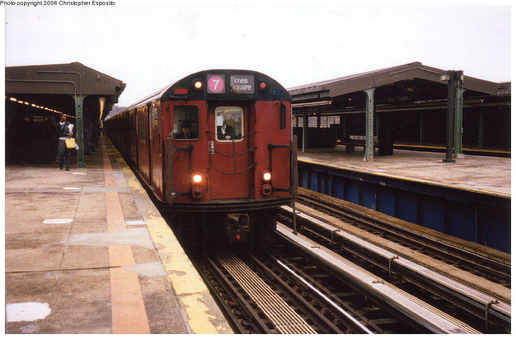 (178k, 1044x686)<br><b>Country:</b> United States<br><b>City:</b> New York<br><b>System:</b> New York City Transit<br><b>Line:</b> IRT Flushing Line<br><b>Location:</b> Willets Point/Mets (fmr. Shea Stadium) <br><b>Route:</b> 7<br><b>Car:</b> R-36 World's Fair (St. Louis, 1963-64) 9750 <br><b>Photo by:</b> Christopher Esposito<br><b>Date:</b> 2000<br><b>Viewed (this week/total):</b> 1 / 1270