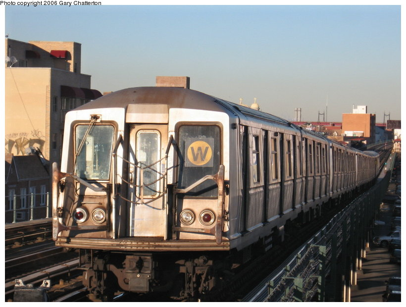 (108k, 820x620)<br><b>Country:</b> United States<br><b>City:</b> New York<br><b>System:</b> New York City Transit<br><b>Line:</b> BMT Astoria Line<br><b>Location:</b> Broadway <br><b>Route:</b> W<br><b>Car:</b> R-40 (St. Louis, 1968)  4251 <br><b>Photo by:</b> Gary Chatterton<br><b>Date:</b> 11/21/2006<br><b>Viewed (this week/total):</b> 0 / 1955